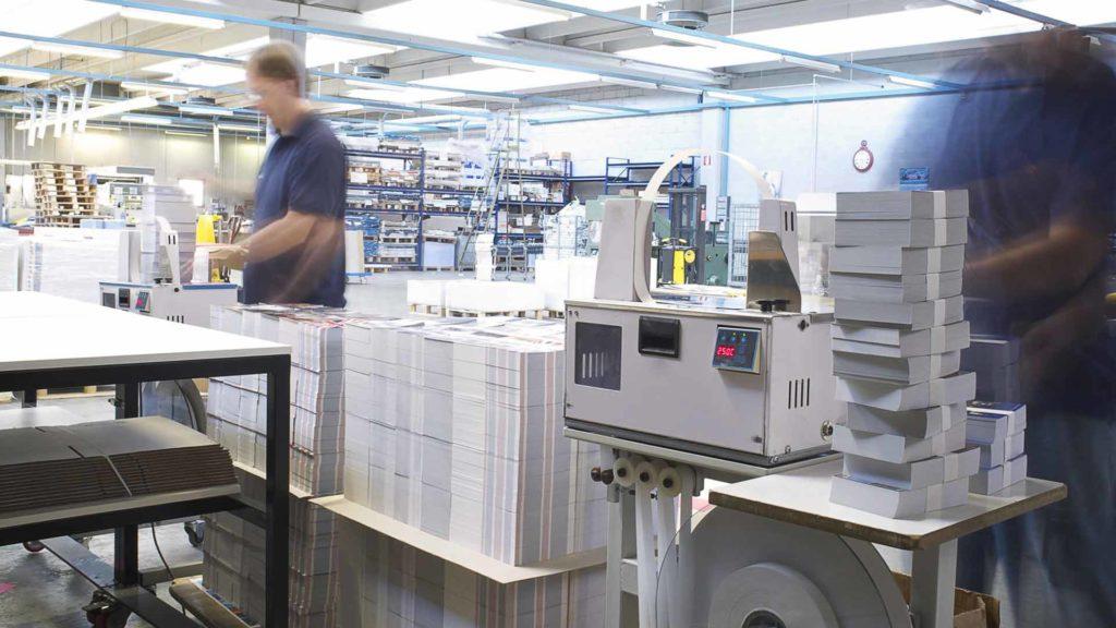 Druckveredelung und Werbemittel bis hin zu Textildruck und Merchandesing. Wir haben übe 3.000 Druckereierzeugnisse und Werbeartikel im Angebot. Viele Menschn lassen hier Flyer und Visitenkarten drucken sowi auch Firmen Roll Ups, Briefbögen oder Flyer. Hier geht es zur Online-Druckerei von Daleen.de